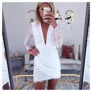 NWT Sabo Skirt White Flute Lace Plunge Wrap Dress